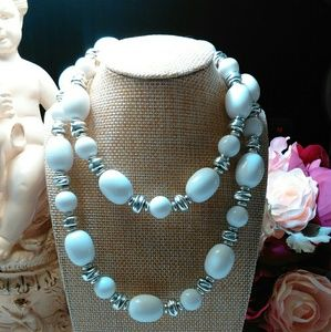 Jewelry - White & Silver large beaded Necklace
